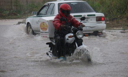 Lluvias 'ahogan' zonas bajas de Cancún (video)