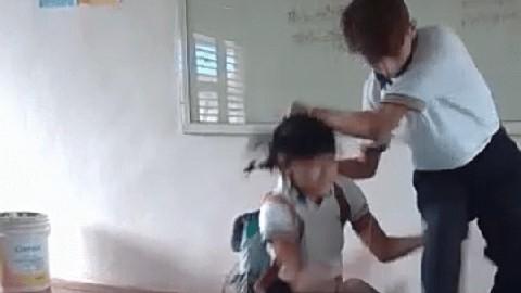 #QuintanaRoo: joven ataca a su compañera en salón de clases (vídeo)
