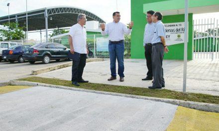 Supervisa Renán Barrera pasos peatonales en fraccionamiento Las Américas