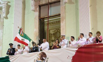 Rolando da en Palacio su último Grito de Independencia