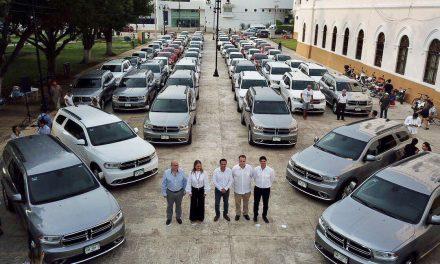 Mauricio Vila Dosal devuelve vehículos de lujo