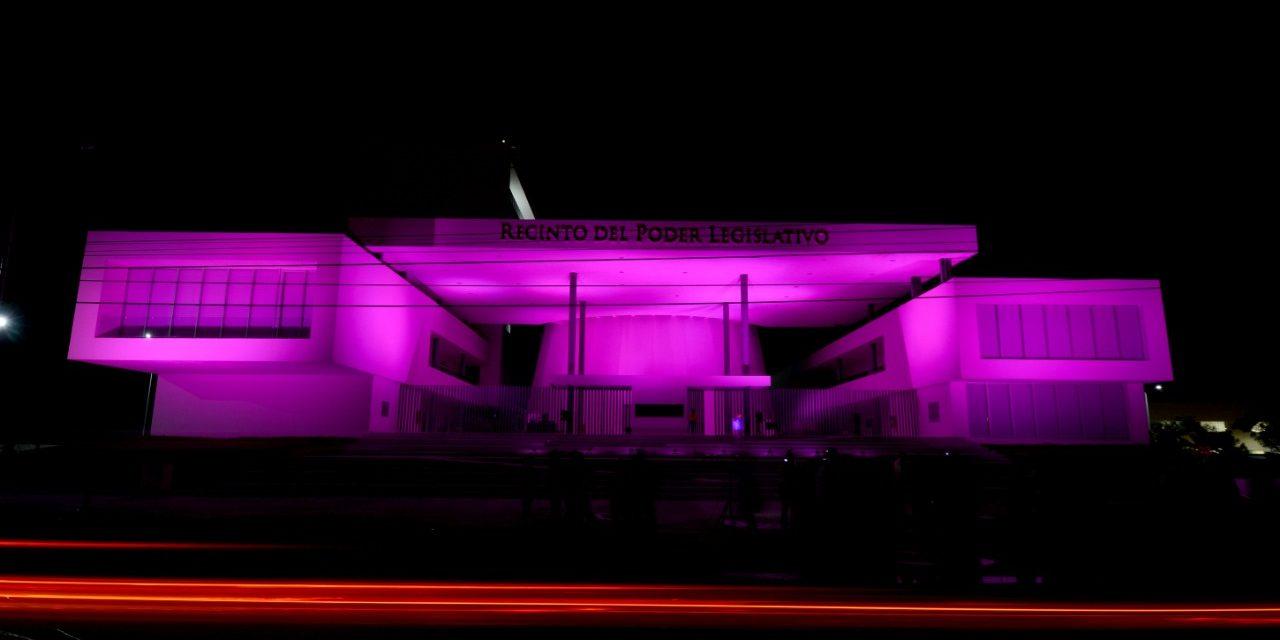 Congreso se ilumina de rosa por luchar contra Cáncer de Mama