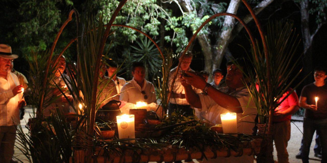 "Cumplen con ritual de ""Hetz Luum"" en Chichén Itzá"