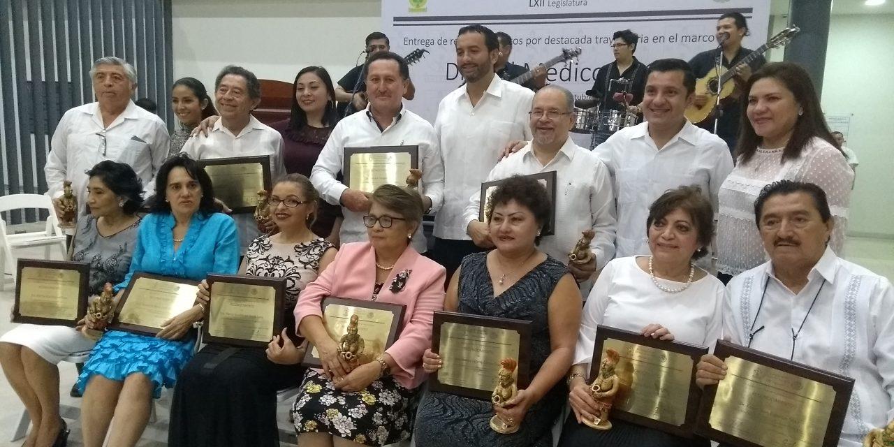 Día del Médico: Celebran exigiendo más personal en centros de salud de Yucatán