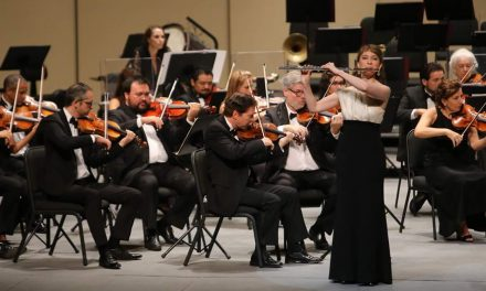 Cautiva Mimi Stillman con su flauta de plata al público yucateco