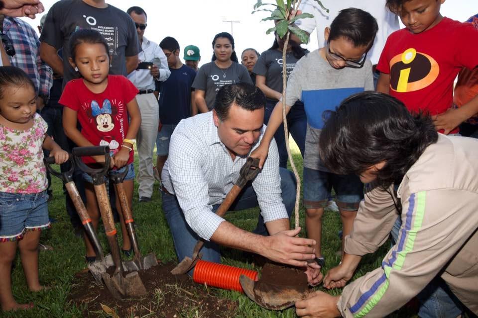 Ayuntamiento y ciudadanía realizan plantación de 150 árboles