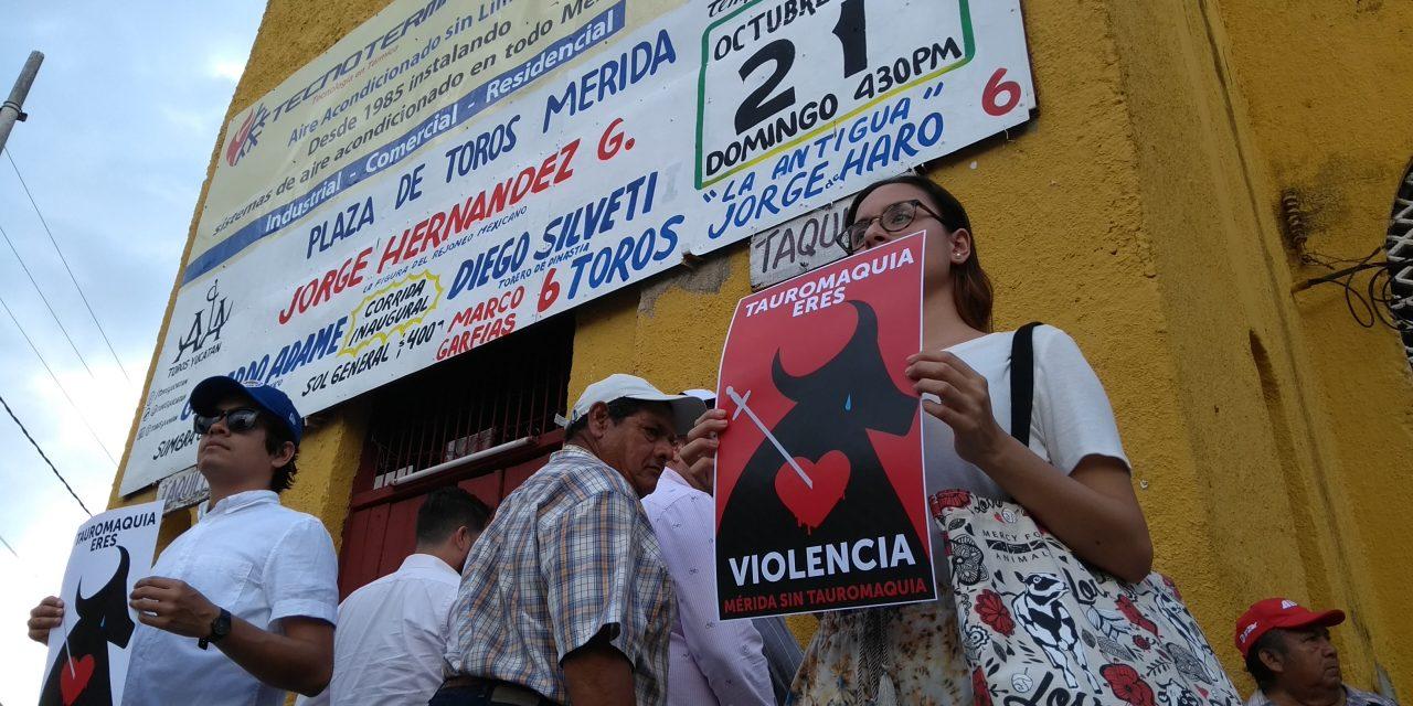 """Grito en Plaza de Toros Mérida: """"No más crueldad hacia los animales"""""""