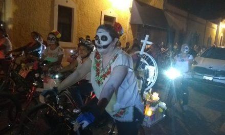 Rodada de las Ánimas, en memoria de 24 ciclistas muertos en accidentes (video)