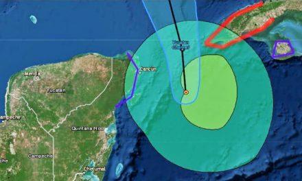 'Michael' pasa más lejos de lo previsto de Quintana Roo (video)