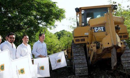 Da inicio Vila a construcción de vías laterales en periférico de Mérida