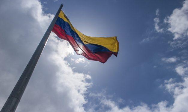 Piden a PGR detener a Nicolás Maduro cuando llegue a México