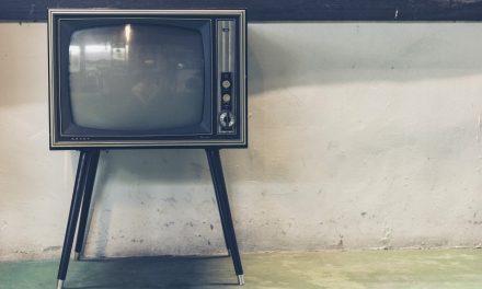 ¿Por qué miles de personas en Reino Unido aún ven la televisión en blanco y negro?