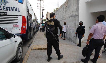 Arrestados policías de Cancún por agresión y violencia