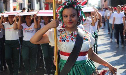 Mauricio Vila, en su primer desfile de la Revolución Mexicana