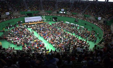 Mauricio Vila Dosal inicia entrega de becas económicas para estudiantes yucatecos