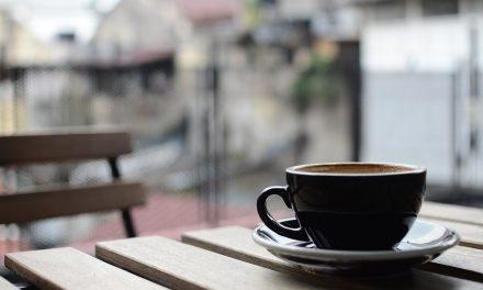 Consumir cafeína reduce sensibilidad al dolor, revela estudio