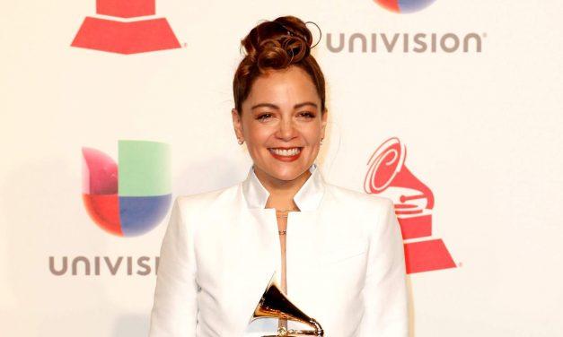 Se viraliza reacción de Natalia Lafourcade ante Grammy de Maluma