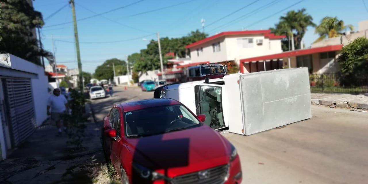 Otra triple colisión: Jetta, camioneta y Mazda, en colonia México