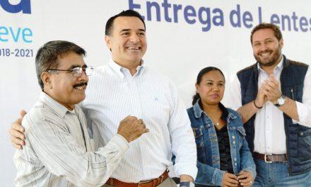 Lentes para beneficiarios de 30 colonias de Mérida
