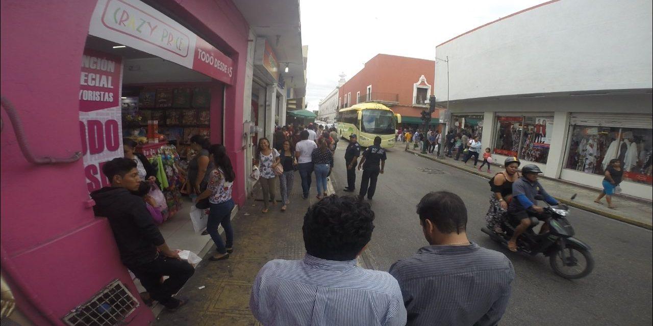 Retiran ambulantes en Centro Histórico de Mérida