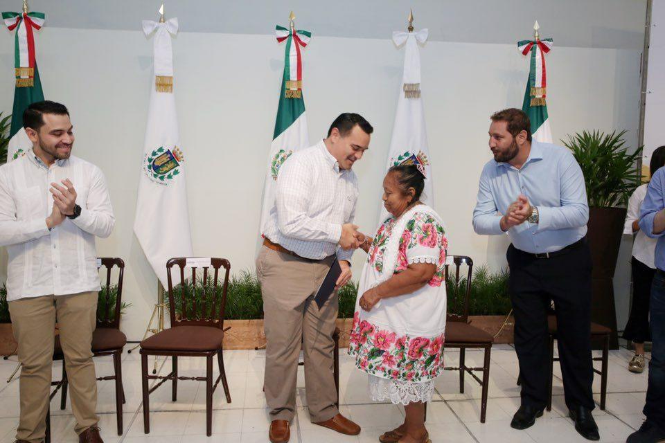 Constancias a autoridades auxiliares de 47 comunidades de Mérida