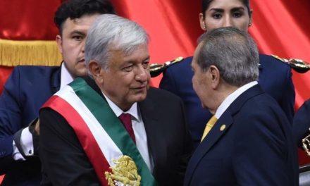 No le voy a fallar a pueblo de México: López Obrador al llegar a Palacio Nacional