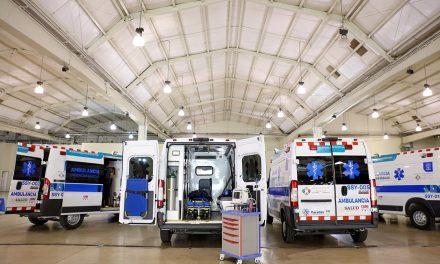 Mauricio Vila Dosal entrega ambulancias y equipo médico por 7.7 millones de pesos