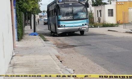 Autobús atropella y mata a motociclista en Ciudad Caucel