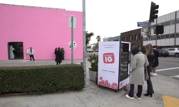 No es broma: esta máquina no vende refrescos sino ¡'likes' y 'followers'! (video)