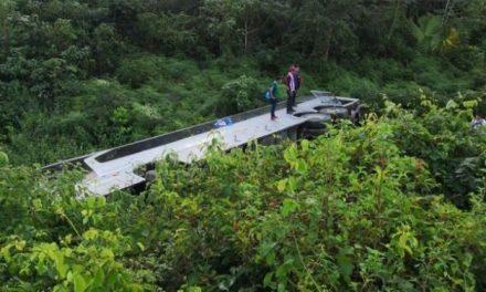 Accidente de autobús en ruta Tabasco-Cancún deja 2 muertos