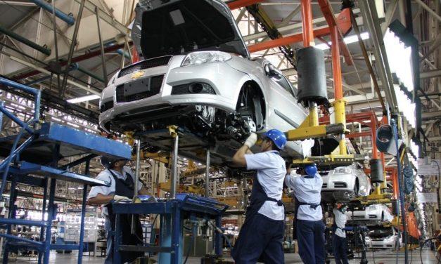 Mexicanos compraron menos autos nuevos el año pasado