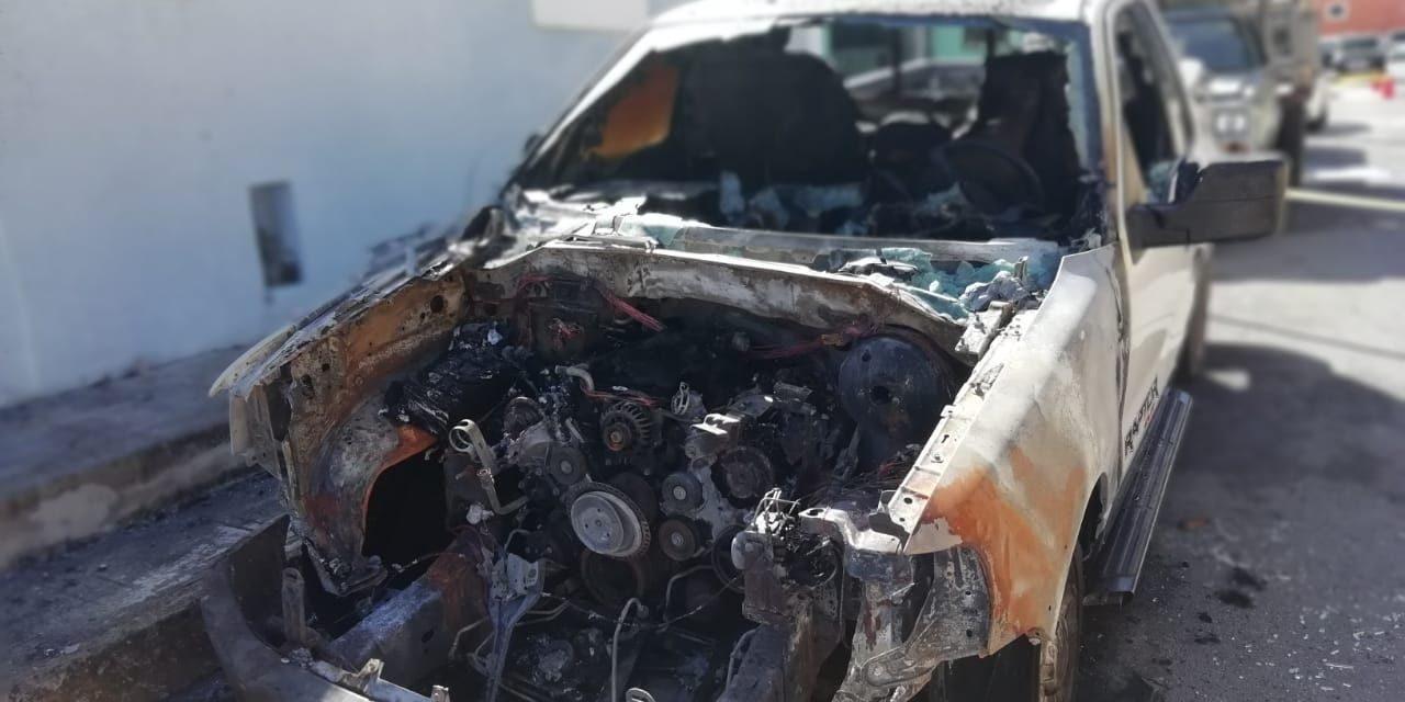 Dañan 'incendiarios' tres vehículos en Centro Histórico Mérida