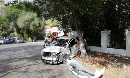 'Encontronazo' de conductoras en avenida Colón con calle 14