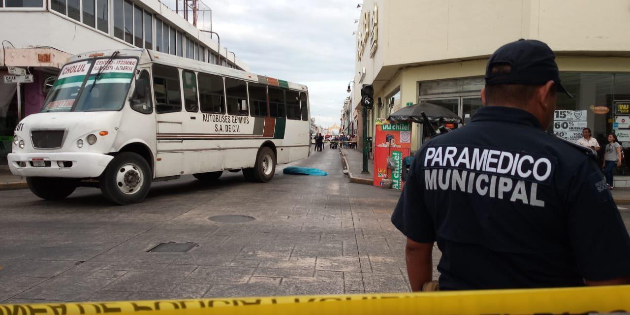 Autobús urbano atropella y mata a peatón en centro de Mérida