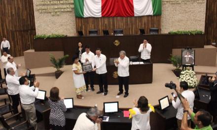 Recibe reconocimiento y pide liberar a Yucatán de agroquímicos