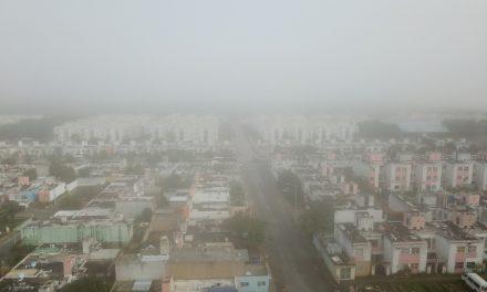 Cubre a Cancún niebla, en fin de semana con mal clima (Vídeo)