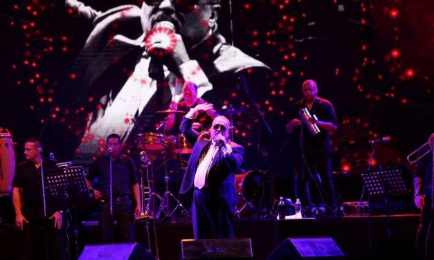 Hace bailar Willie Colón a Mérida (video)