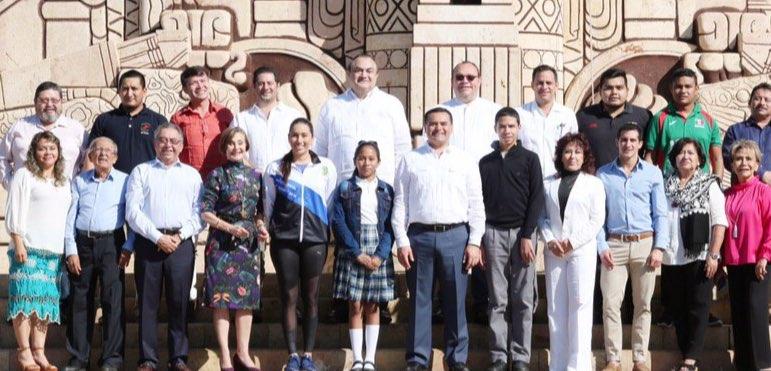 """""""Los Rostros de Mérida"""" reciben reconocimiento del alcalde Renán Barrera"""