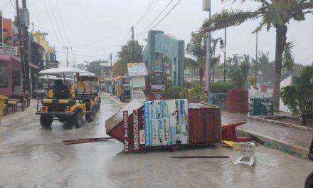 "Azotó ""pequeño huracán"" en Península de Yucatán (Vídeo)"