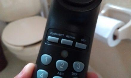 ¿Pemex o Telmex? Director tenía ¡9 teléfonos en su oficina! Claro, uno en el baño (video)