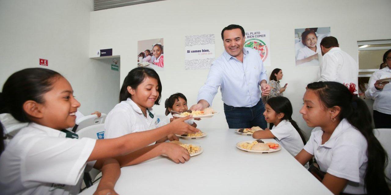 Entrega Renán Barrera nuevo comedor escolar en colonia San José Tecoh