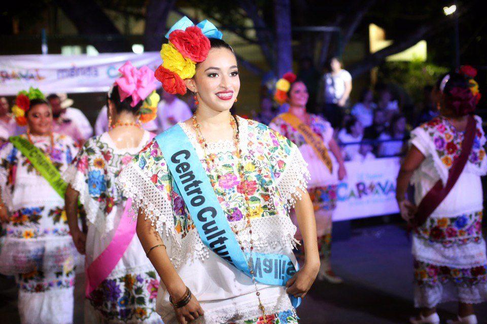 Plaza Carnaval, un escaparate para el comercio y restaurantes