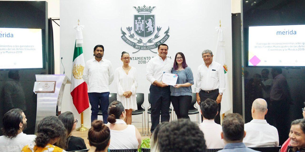 Renán Barrera ofrece aumentar recursos económicos a favor de artistas locales