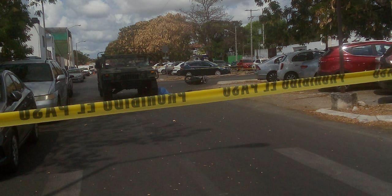 """Vehículo militar """"se vuela alto"""" y mata a motociclista (Video)"""
