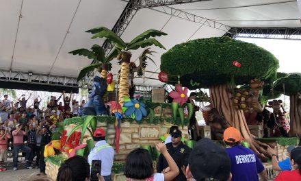 Eufórica multitud despide a Momo en Plaza Carnaval