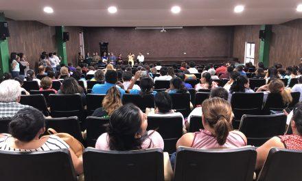 Maestros yucatecos 'hacen la tarea' y esperan pago (Vídeo)