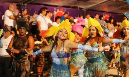 """""""Desfile de Fantasía"""" en espectacular Plaza Carnaval"""