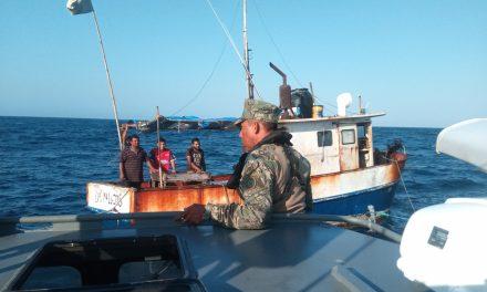 Rescatados cinco pescadores cerca de Cayo Arenas, Campeche