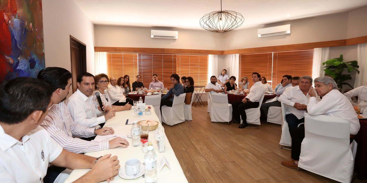 De esto hablaron Vila y miembros del Colegio de Abogados de Yucatán