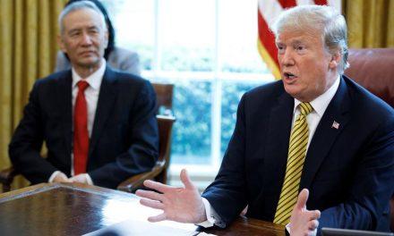 Amenaza Trump con aranceles del 25% a automóviles mexicanos